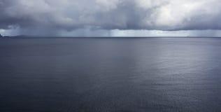Regen over de Atlantische Oceaan Royalty-vrije Stock Foto's