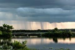 Regen over de brug royalty-vrije stock foto