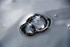 Regen-Pfütze-Luftblasen Stockbilder