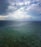 Regen-Sturm über dem adriatischen Meer in Kroatien Lizenzfreie Stockbilder