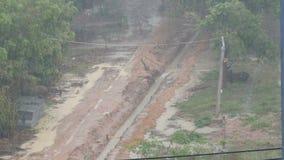 Regen in Thailand Tropischer Regen in Pattaya-Straße stock footage