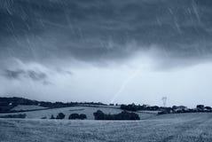 Regen und dunkler Himmel Stockbilder