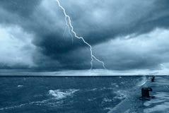 Regen und große Wellen Stockbilder
