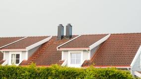 Regen und Hagel auf Dachspitze stock video