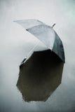 Regen und nasser Regenschirm Stockbilder