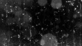 Regen & Waterdalingen & de Lichten & de Rimpelingen van Bokeh op de Lijn van de Grondbekleding stock footage