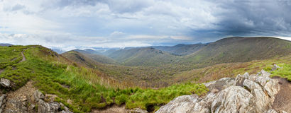 Regenachtig bergpanorama Royalty-vrije Stock Fotografie