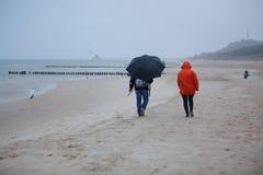Regenachtig strand dichtbij Heringsdorf, Duitsland Royalty-vrije Stock Afbeeldingen