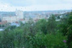 Regenachtige dagen - regendruppels op het venster royalty-vrije stock foto's