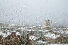 Regenachtige de winterochtend in de stad Stock Afbeeldingen