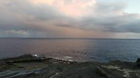 Regenachtige Seizoenwolken op de Stranden de V.S. van Hawaï stock foto