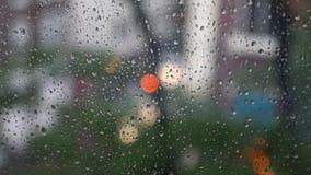 Regenachtige vensteroppervlakte stock video