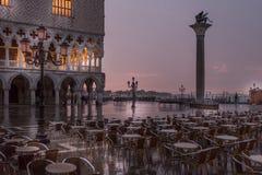 Regenachtige vroege ochtend in Venetië royalty-vrije stock foto's