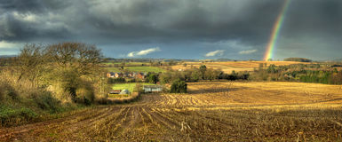 Regenbogen über Clent Lizenzfreie Stockfotos