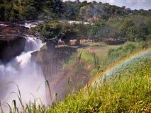 Regenbogen über dem Murchison Falls Lizenzfreies Stockfoto