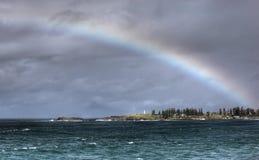 Regenbogen über dem Ozean Lizenzfreies Stockbild