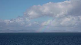 Regenbogen über den äußeren hebrides gesehen von Duntulm auf der Insel von Skye, Schottland stock video footage
