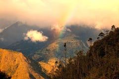 Regenbogen über den Anden lizenzfreie stockfotografie