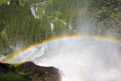 Regenbogen über den Krimml-Wasserfällen, Österreich Lizenzfreie Stockfotos
