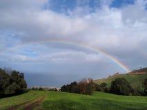 Regenbogen über der Insel Stockfotos