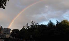 Regenbogen über Dublin Stockfotos