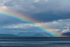 Regenbogen Regenbogen über einem Fjord in Norwegen norwegisch Regen Stockfotografie