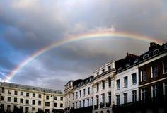 Regenbogen über historischen Gebäuden in Brighton, Vereinigtes Königreich Stockfotos