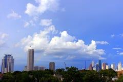 Regenbogen über im Stadtzentrum gelegenem Houston Stockfotos
