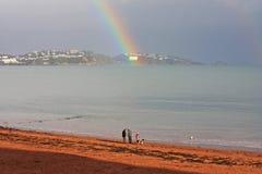 Regenbogen über Torbay stockfotos