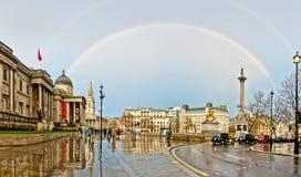 Regenbogen über Trafalgar-Platz in London Stockfotografie