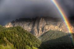 Regenbogen afetr das Gewitter Lizenzfreies Stockfoto