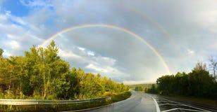 Regenbogen auf dem Straßenweg Vermont Stockfotografie