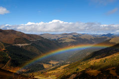 Regenbogen auf der Hochebene Lizenzfreies Stockfoto