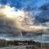 Regenbogen auf der Straße Stockfoto