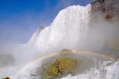 Regenbogen bei Niagara Falls stockfoto