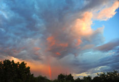Regenbogen bei Sonnenuntergang Stockfotos