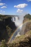 Regenbogen bei Victoria Falls Stockfoto