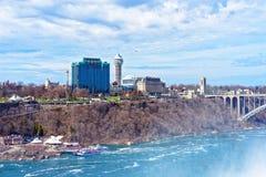 Regenbogen-Brücke über der der Niagara Fluss Schlucht Stockfotografie
