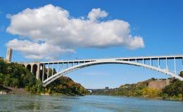 Regenbogen-Brücke bei Niagara Falls USA und bei Kanada BO Stockfotografie