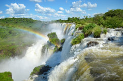 Regenbogen in den Wasserfällen Lizenzfreies Stockfoto