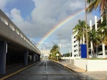 Regenbogen in der Stadt Stockfoto
