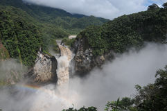 Regenbogen in Fälle San Rafael, Wolken-Wald, Ecuador Lizenzfreie Stockfotos