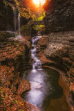Regenbogen fällt in Watkins Glen State Park Stockfotografie