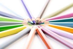 Regenbogen farbige Bleistifte - Nahaufnahme Stockbilder