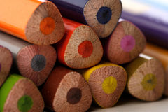 Regenbogen farbige Bleistifte - Nahaufnahme Stockfoto