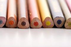 Regenbogen farbige Bleistifte - Nahaufnahme Lizenzfreies Stockbild