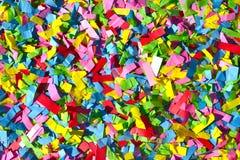 Regenbogen farbige Konfetti-Zusammenfassungs-Hintergrund-Beschaffenheit Lizenzfreie Stockfotografie