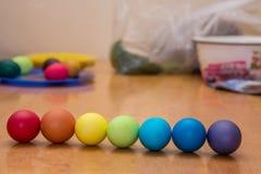 Regenbogen farbige Ostereier Stockfotografie