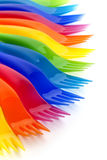 Regenbogen farbige Plastikgabeln Stockbild