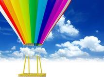 Regenbogen farbiger Heißluft-Ballon Lizenzfreies Stockfoto